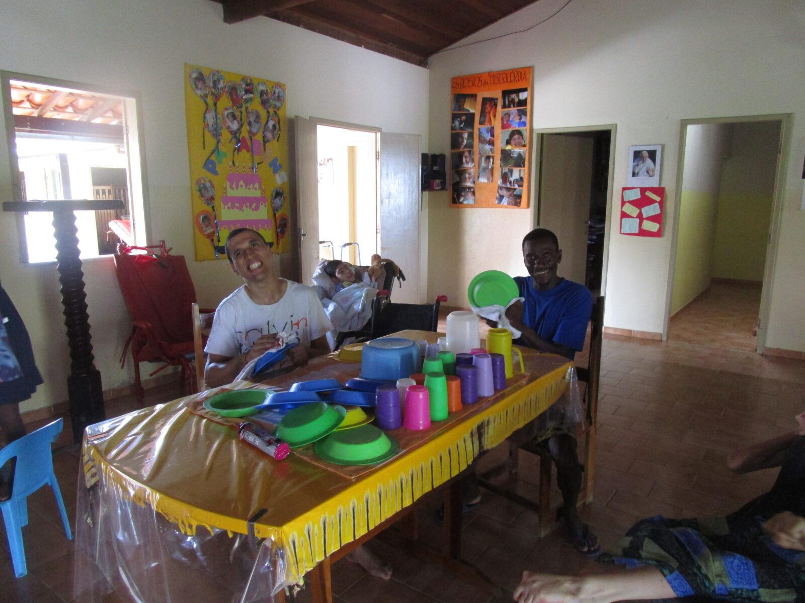 givani lavoratori nella casa di carità