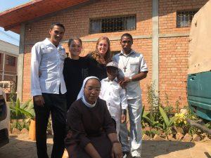 Ilaria con masera e altri in Casa di Carità