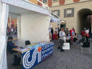Stand in piazza Prampolini. CSI e Missioni