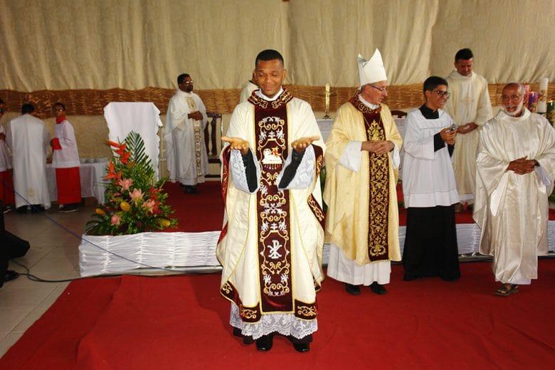 L'ordinazione del giovane prete di Ipirà