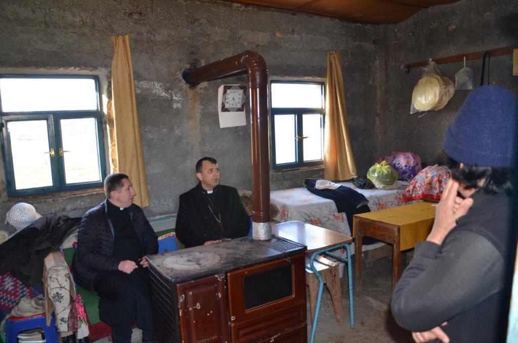 Albania Caritas Vescovo Simon Kulli